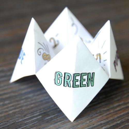 Подробный мастер-класс опубликован в блоге.  Замечательная девушка Мелисса.  Я предлагаю сделать Вам бумажную гадалку.